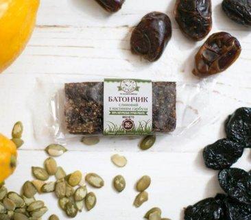 Фото Батончик сливовый с семенами тыквы (1 шт.)